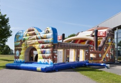 wholesale Big inflatable pirate castle slide suppliers